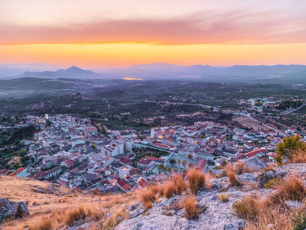 Solana de Granada - Climbing and outdoor hostel: view on Cogollos village
