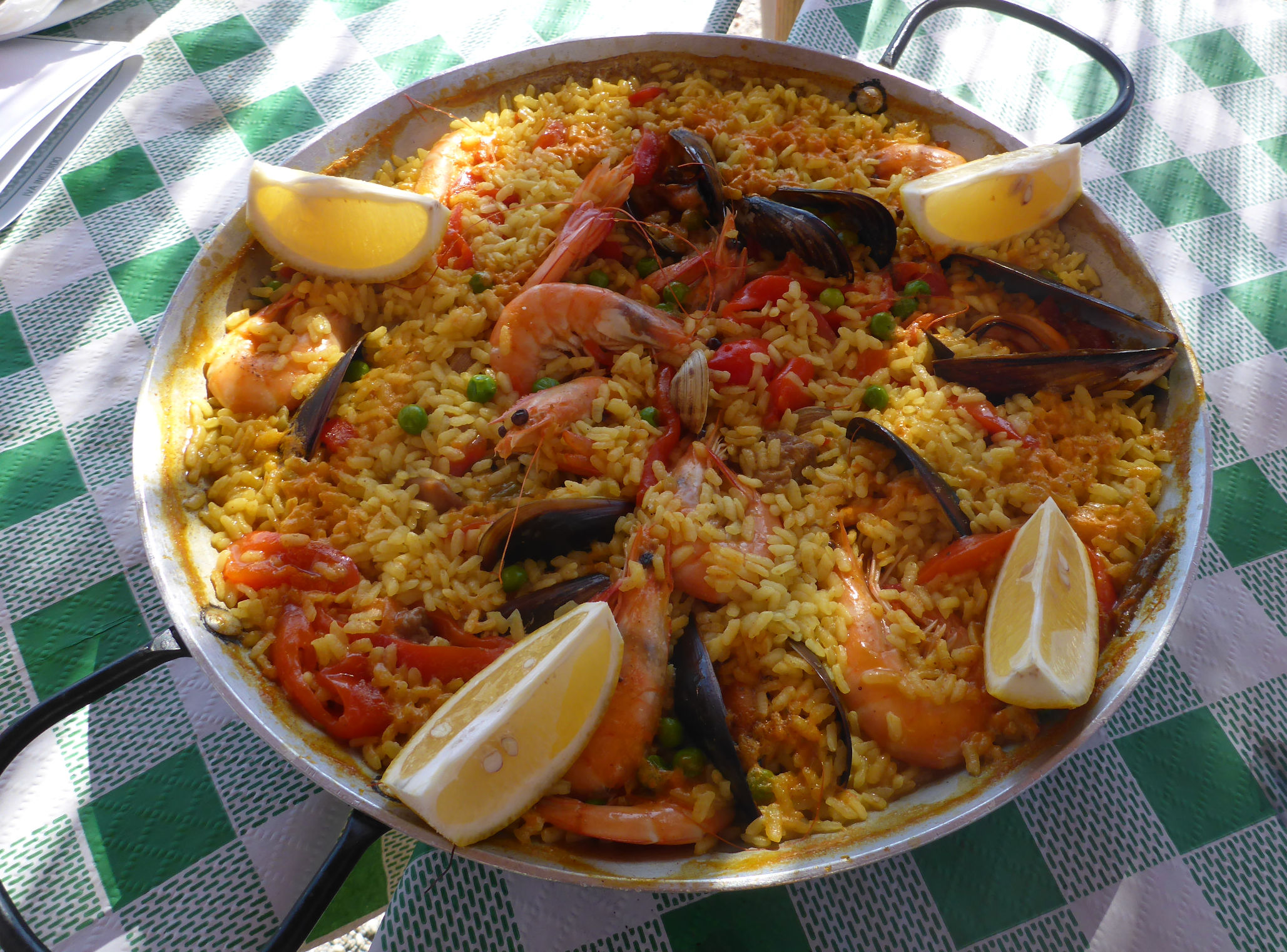 Solana de Granada - Climbing and outdoor hostel: spanish food - Paella