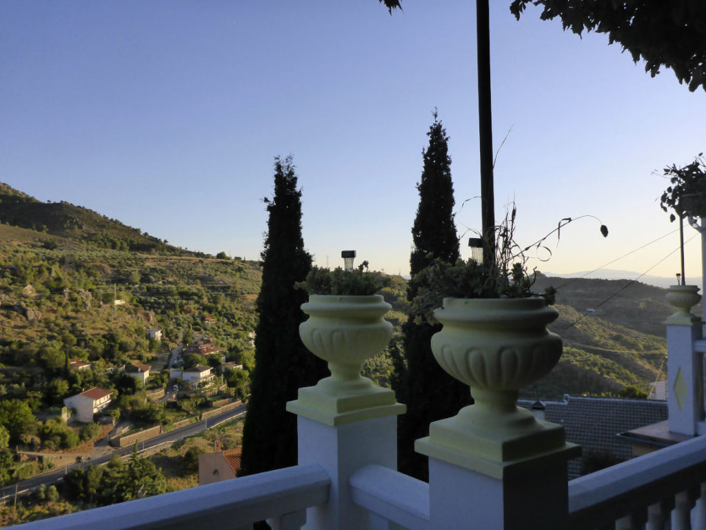 Solana de Granada - Climbing and outdoor hostel: terrace view on Alfacar mountains