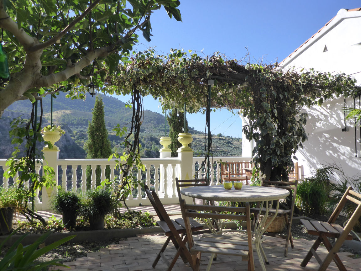 Solana de Granada - Climbing and outdoor hostel: view on terrace and patio