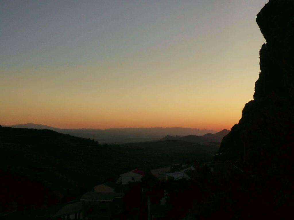 Solana de Granada - Climbing and outdoor hostel: sunset view from our property