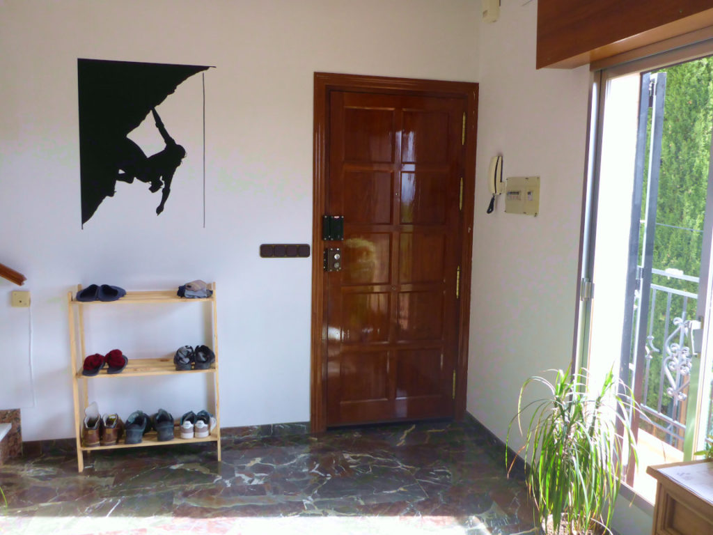 Solana de Granada - Climbing and outdoor hostel: entrance room